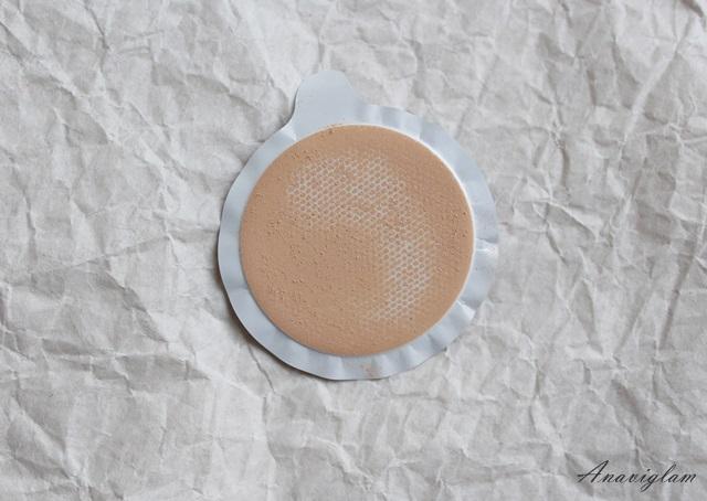 Chanel Vitalumiere Loose Powder Foundation with mini Kabuki brush swatch