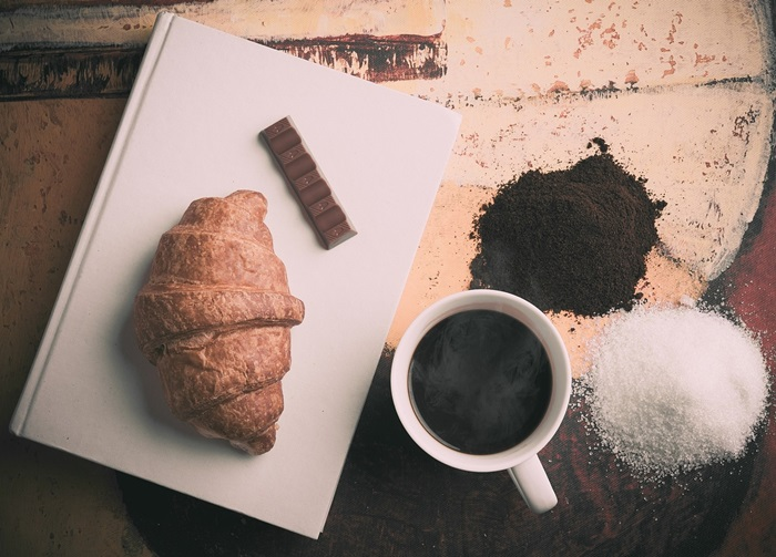 4 kava i croissant