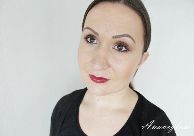 Dior 977 swatch on lips