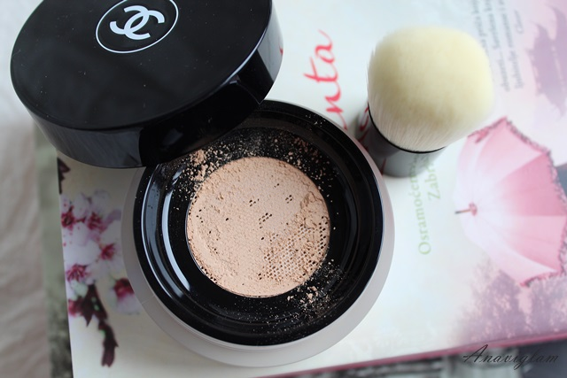 Chanel Vitalumiere Loose Powder Foundation with mini Kabuki brush N20